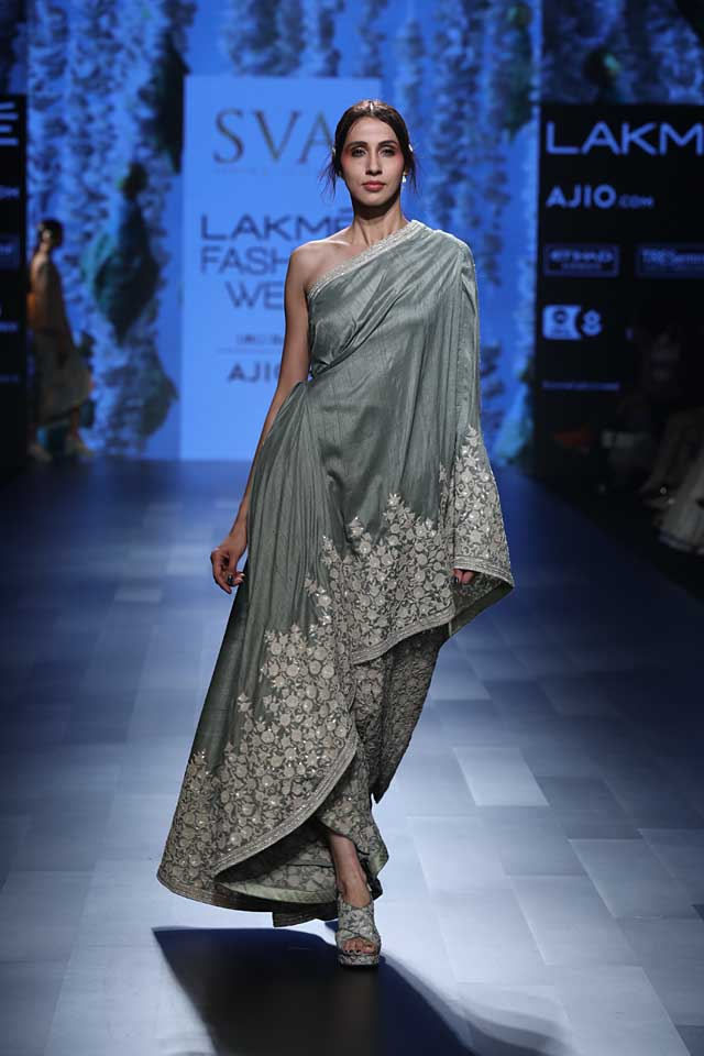 sva-off-the-shoulder-summer-resort-2017-lakme-fashion-week