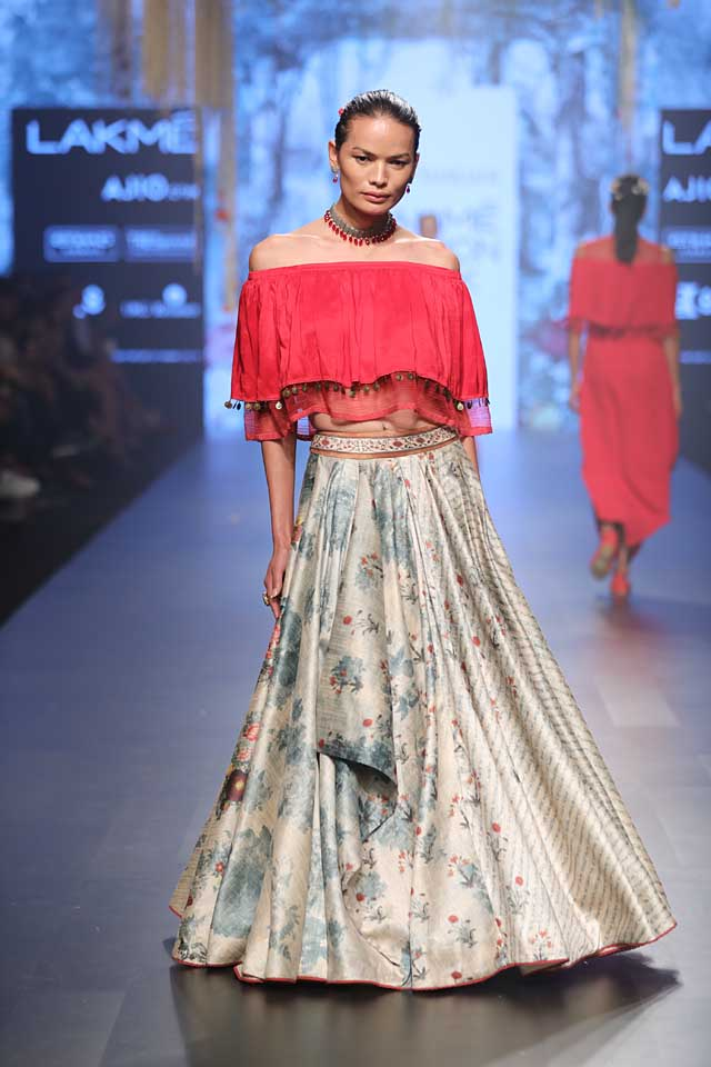 tarun-tahiliani-collection-at-lakme-fashion-week-2017-red-off-shoulder-top