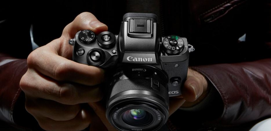 things-to-buy-a-guy-for-valentines-day-photographer-lens-backdrop-canon