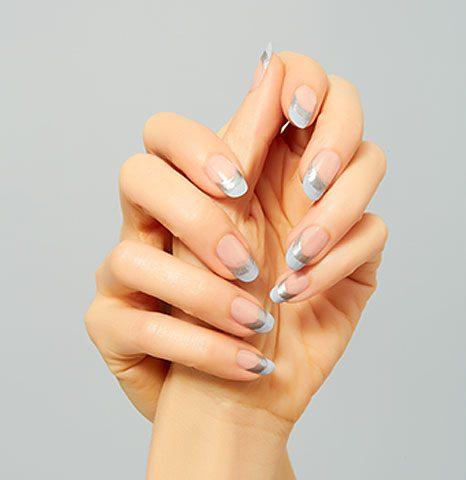 two-tones-nail-art-trends-2017-sally-hansen-latest-silver-grey