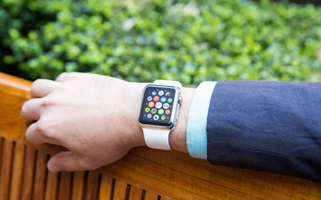 valentines-day-gifts-for-your-man-smart-watch-apple-techie