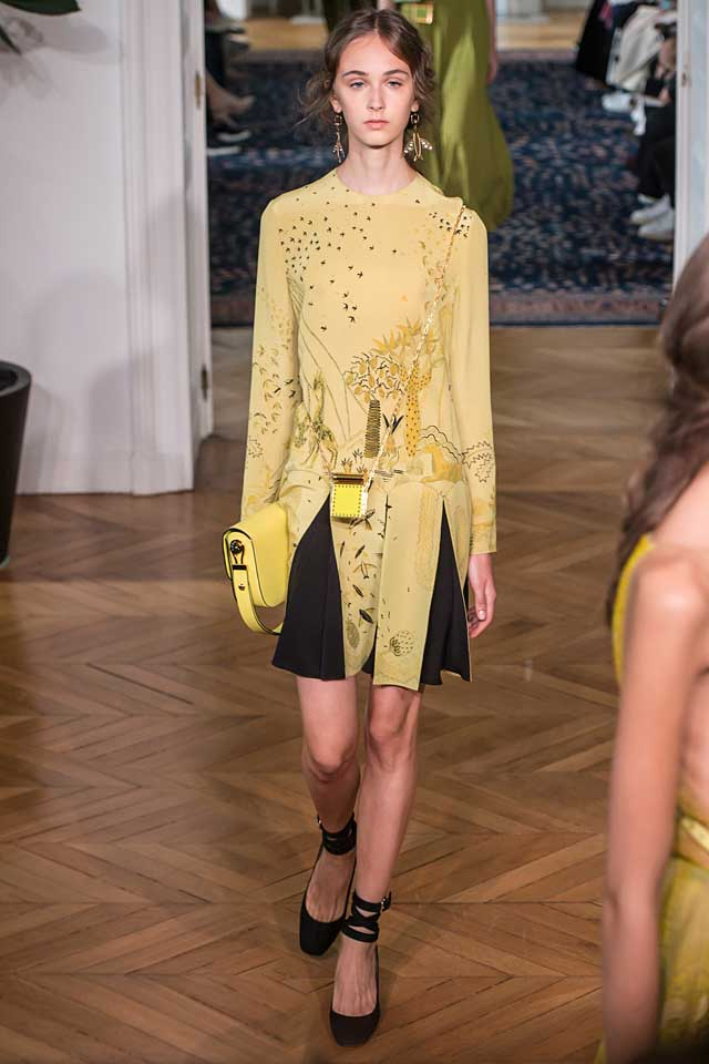 valentino-top-best-2017-latest-fashion-colors-2017-color-trends-