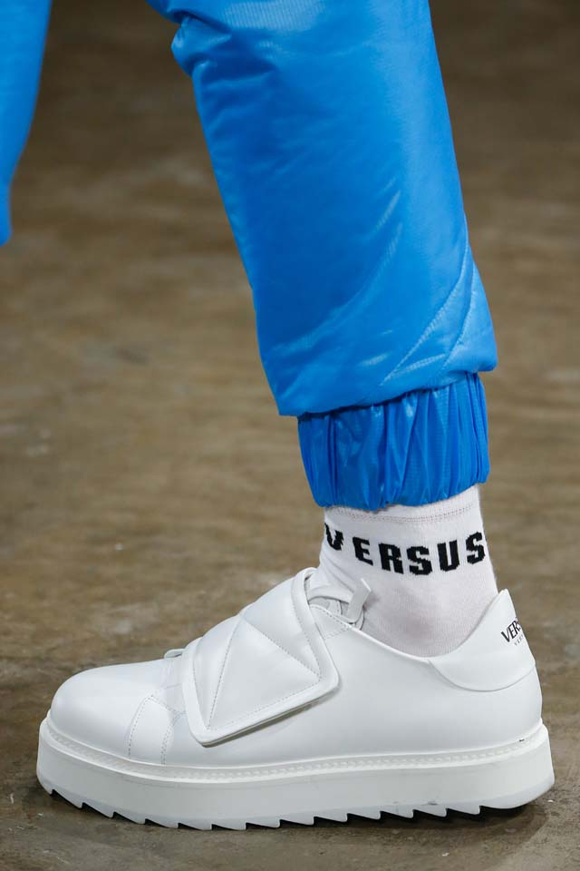versus-versace-details-accessories-fall-winter-2017-fw17-rtw-collection (100)-white-sneaker-mens-socks