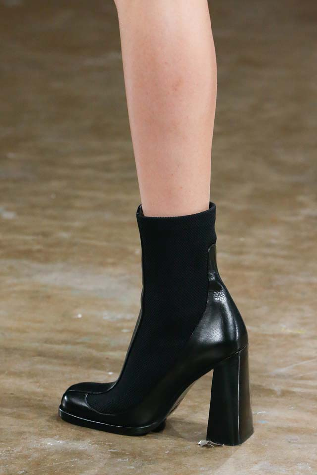 versus-versace-details-accessories-fall-winter-2017-fw17-rtw-collection (115)-chunky-high-heels