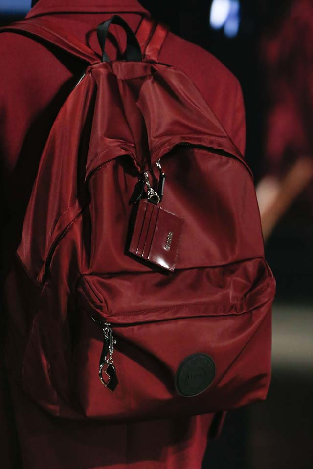 versus-versace-details-accessories-fall-winter-2017-fw17-rtw-collection (75)-red-backpack