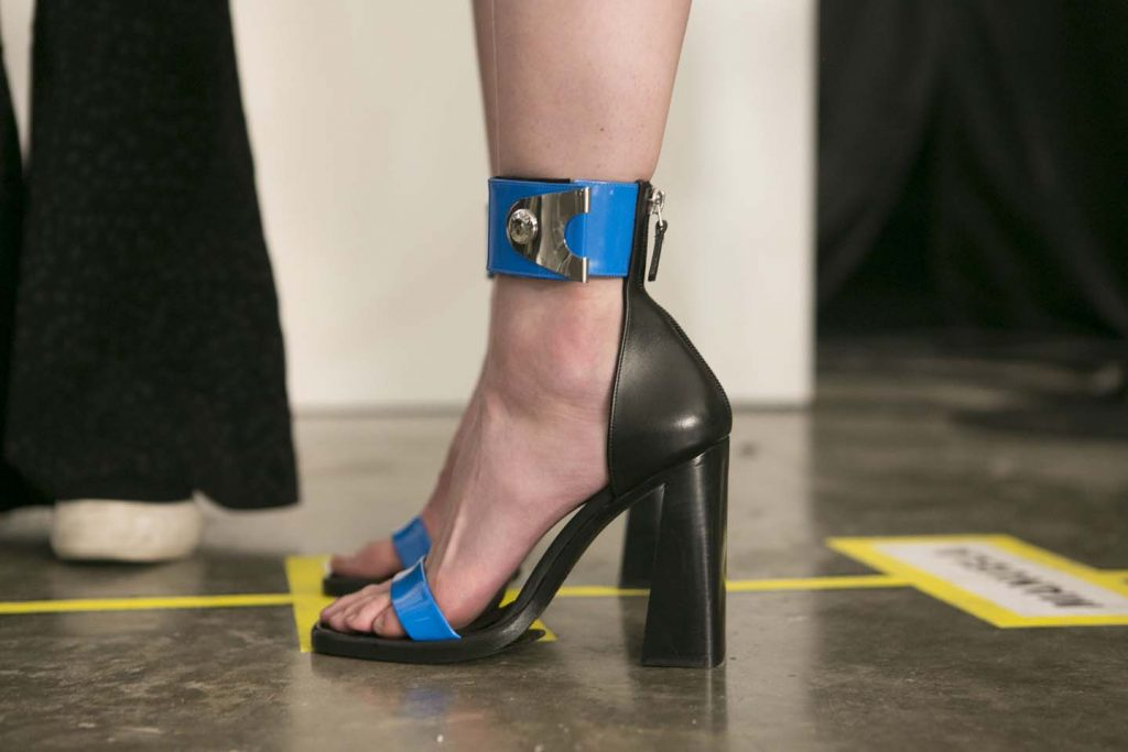 versus-versace-fw17-rtw-fall-winter-2017-backstage-beauty-makeup-looks (7)-shoes