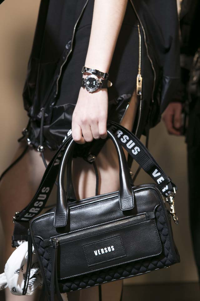 versus-versace-fw17-rtw-fall-winter-2017-backstage-beauty-makeup-looks (76)-handbag-bag