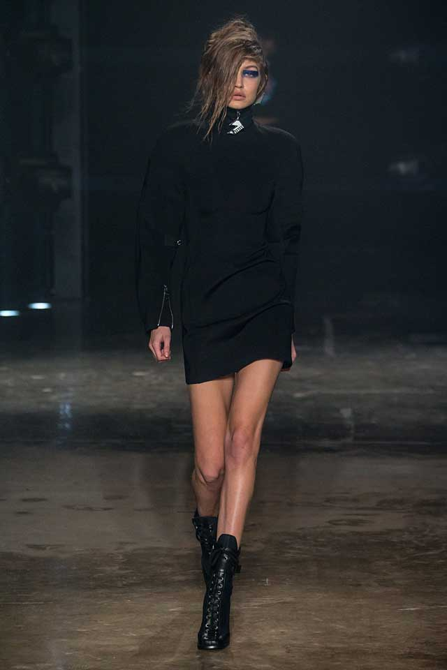 versus-versace-fw17-rtw-fall-winter-2017-collection-outfit (1)-gigi-hadid-black-dress-blue-eyeshadow
