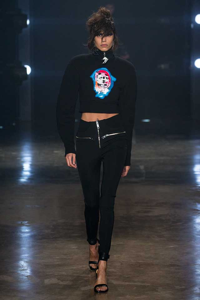 versus-versace-fw17-rtw-fall-winter-2017-collection-outfit (2)-black-pants-crop-sweater