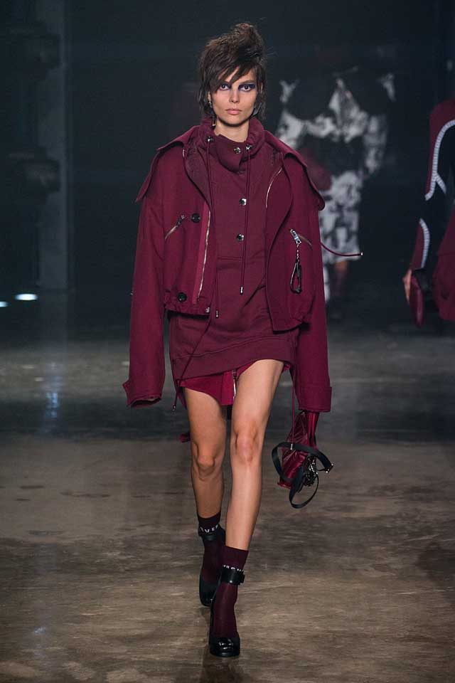 versus-versace-fw17-rtw-fall-winter-2017-collection-outfit (21)-hoodie-crimson