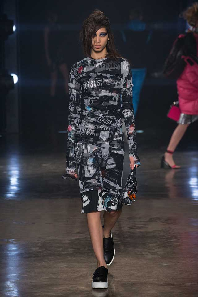 versus-versace-fw17-rtw-fall-winter-2017-collection-outfit (40)-graphic-printed-dress