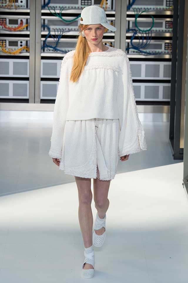what-should-i-wear-spring-2017-trends-all-white-chanel-outfit