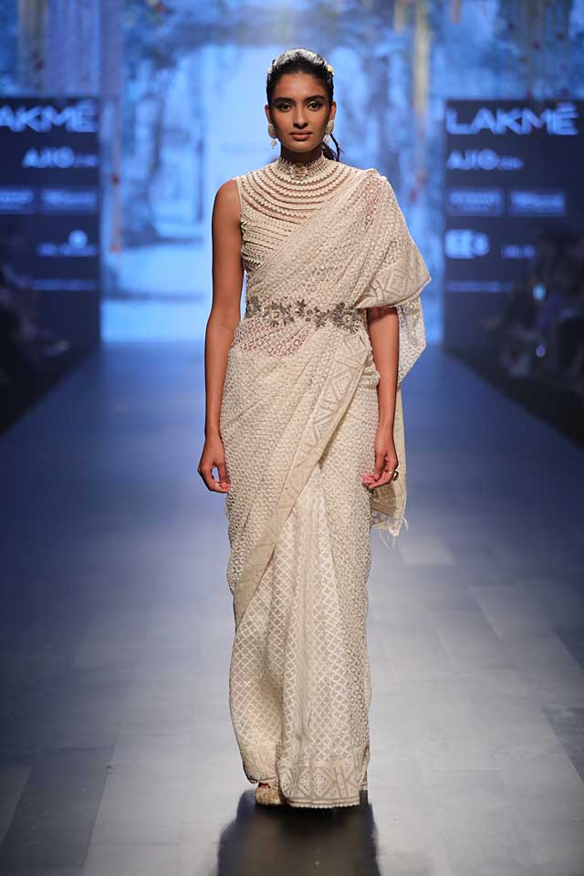 white-beaded-saree-sleeveless-blouse-lakme-fashion-week-2017-tarun-tahiliani