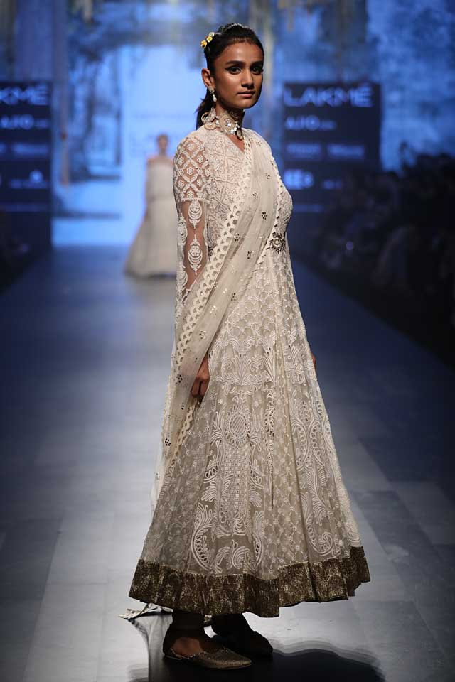 white-embroidered-salwar-suit-tarun-tahiliani-lakme-fashion-week-2017