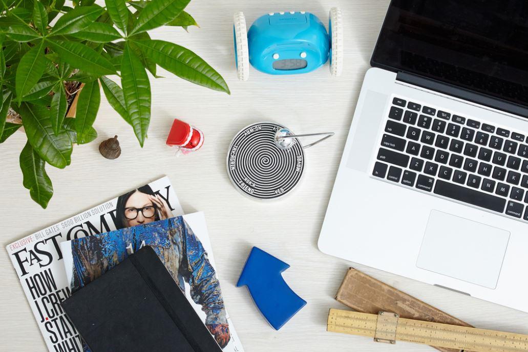 workstation-decor-plants-at-work-indoor-desk-green