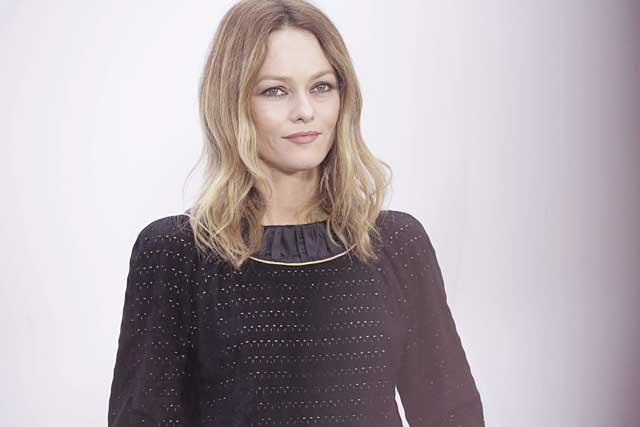10- Vanessa Paradis-chanel-fw17-rtw-fall-winter-2017-18-collection-celeb-style