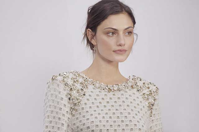 12-Phoebe Tonkin-chanel-fw17-rtw-fall-winter-2017-18-collection-celeb-style
