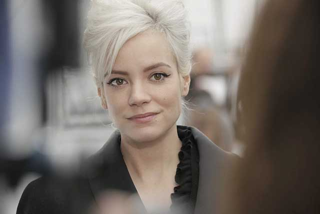 4-Lily Allen-chanel-fw17-rtw-fall-winter-2017-18-collection-celeb-style