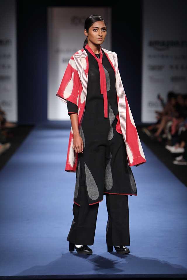 Abraham-Thakore-aifw-2017-fashion-show-designer-indowestern-dresses (6)-tie-kurta-coat