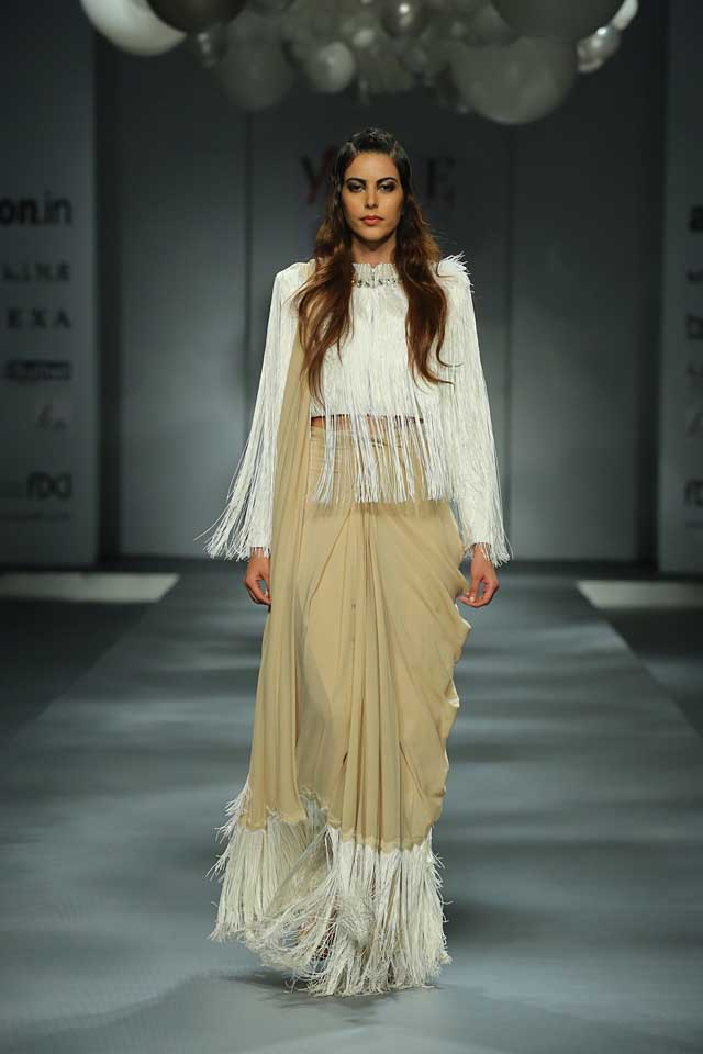 Abu Jani & Sandeep Khosla-amazon-india-autumn-winter-2017-collection-fashion-show-fringes-white-blouse