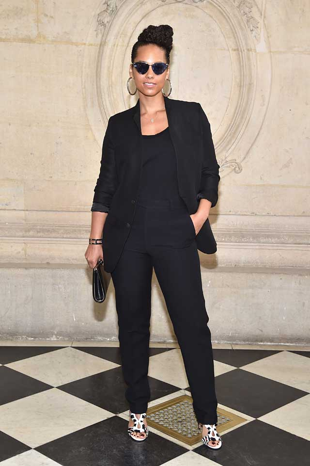 Alicia Keys-dior-fw17-rtw-fall-winter-2017-celeb-style-celebrity-all-black-outfit-sunglasses