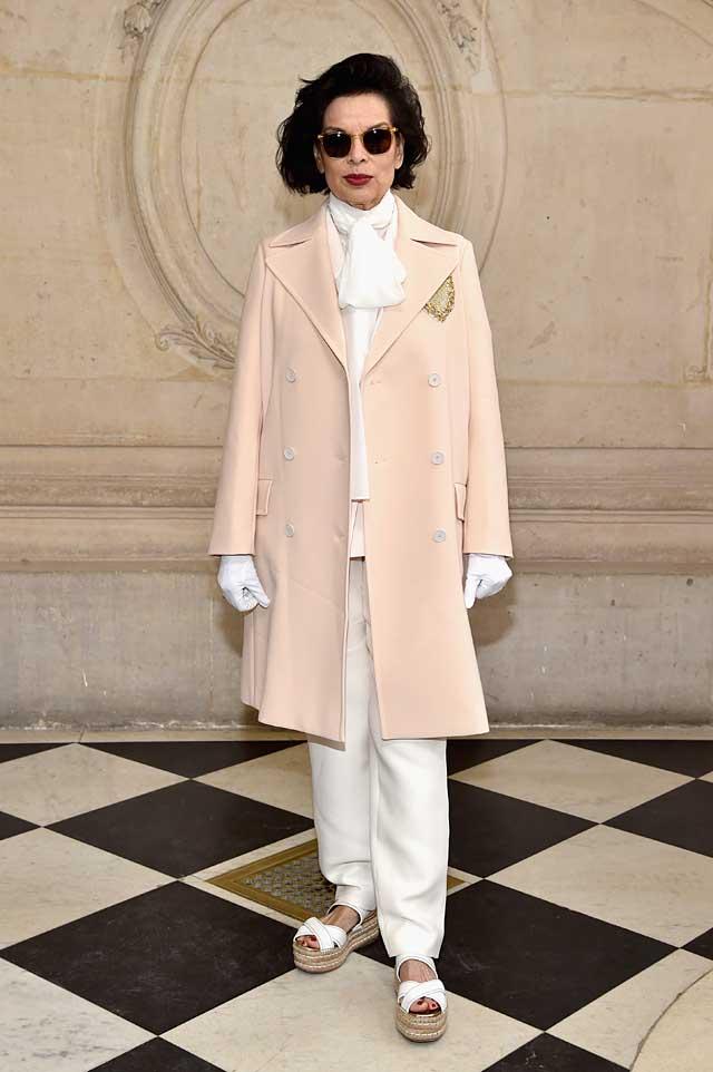 Bianca Jagger-dior-fw17-rtw-fall-winter-2017-celeb-style-gloves-white-sunglasses