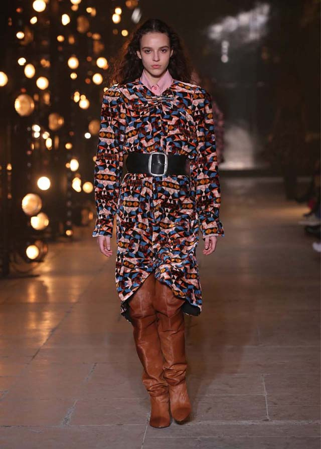 Isabel-Marant-fw17-fall-winter-2017 (23)-printed-top-black-belt-booties