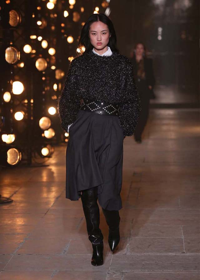 Isabel-Marant-fw17-fall-winter-2017 (38)-black-boots-embellished-belt