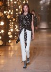 Isabel-Marant-fw17-fall-winter-2017 (7)-printed-top-white-pants-grey-pumps