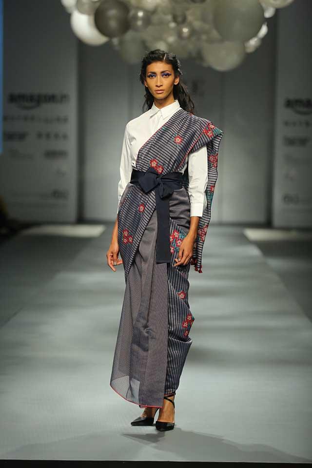 Payal Pratap-belt-shirt-printed-saree-amazon-india-autumn-winter-2017-collection-fashion-show