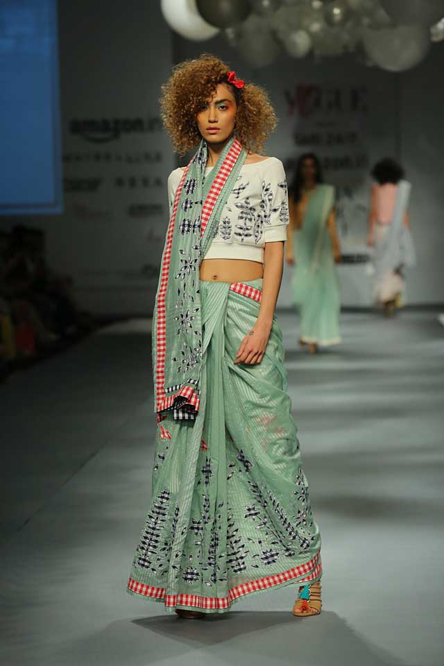 Rahul Mishra 7-prin ted-saree-crop-top-amazon-india-autumn-winter-2017-collection-fashion-show