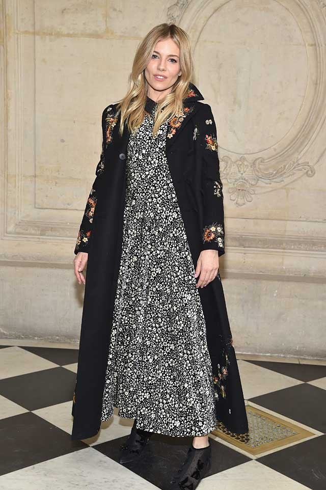 Sienna Miller-printed-dress-dior-fw17-rtw-fall-winter-2017-celeb-style