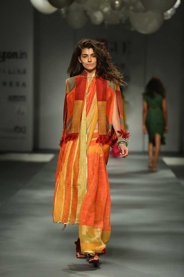 Tarun Tahiliani-orange-saree-sleeves-amazon-india-autumn-winter-2017-collection-fashion-show