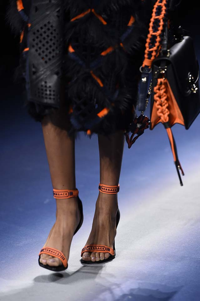 Versace-fw17-rtw-fall-winter-2017-18-accessories-details-collection (17)-orange-details