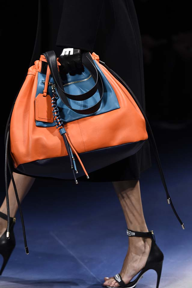 Versace-fw17-rtw-fall-winter-2017-18-accessories-details-collection (2)-orange-bag