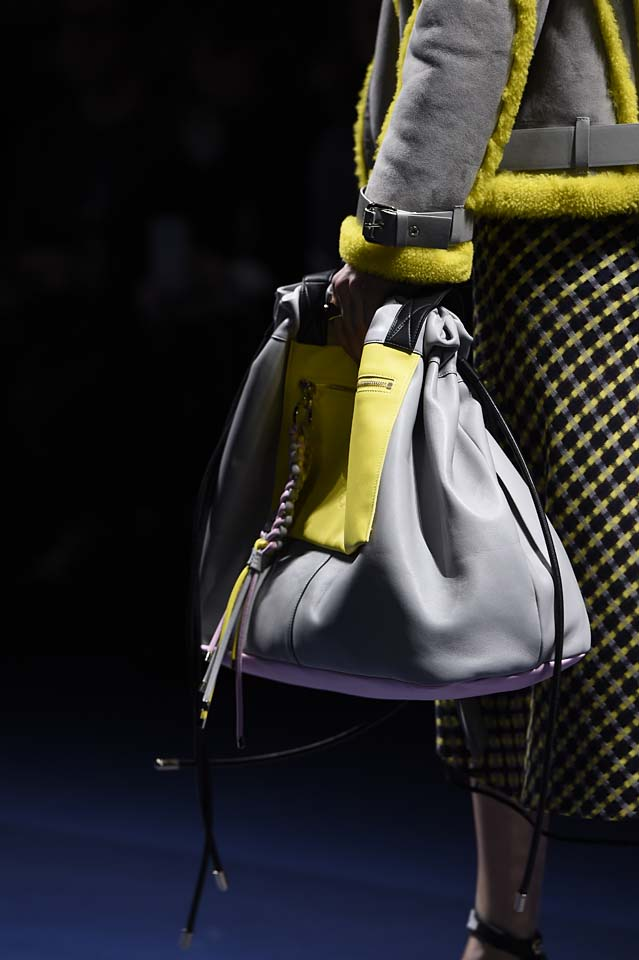 Versace-fw17-rtw-fall-winter-2017-18-accessories-details-collection (27)-grey-bag