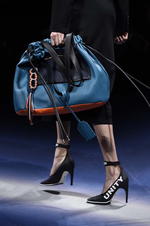 Versace-fw17-rtw-fall-winter-2017-18-accessories-details-collection (3)-blue-bag