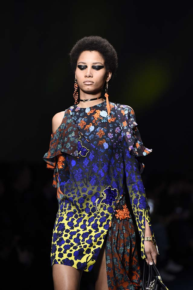 Versace-fw17-rtw-fall-winter-2017-18-accessories-details-collection (33)-floral-dress