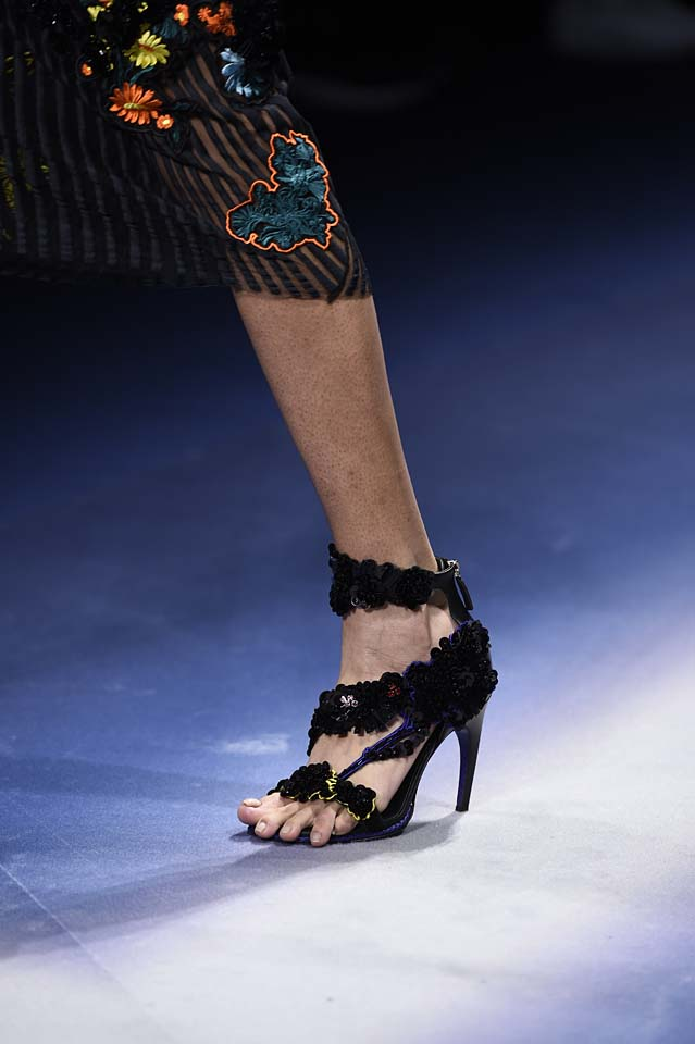 Versace-fw17-rtw-fall-winter-2017-18-accessories-details-collection (39)