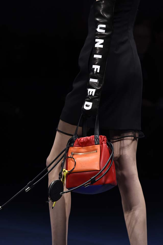 Versace-fw17-rtw-fall-winter-2017-18-accessories-details-collection (4)-text-jacket