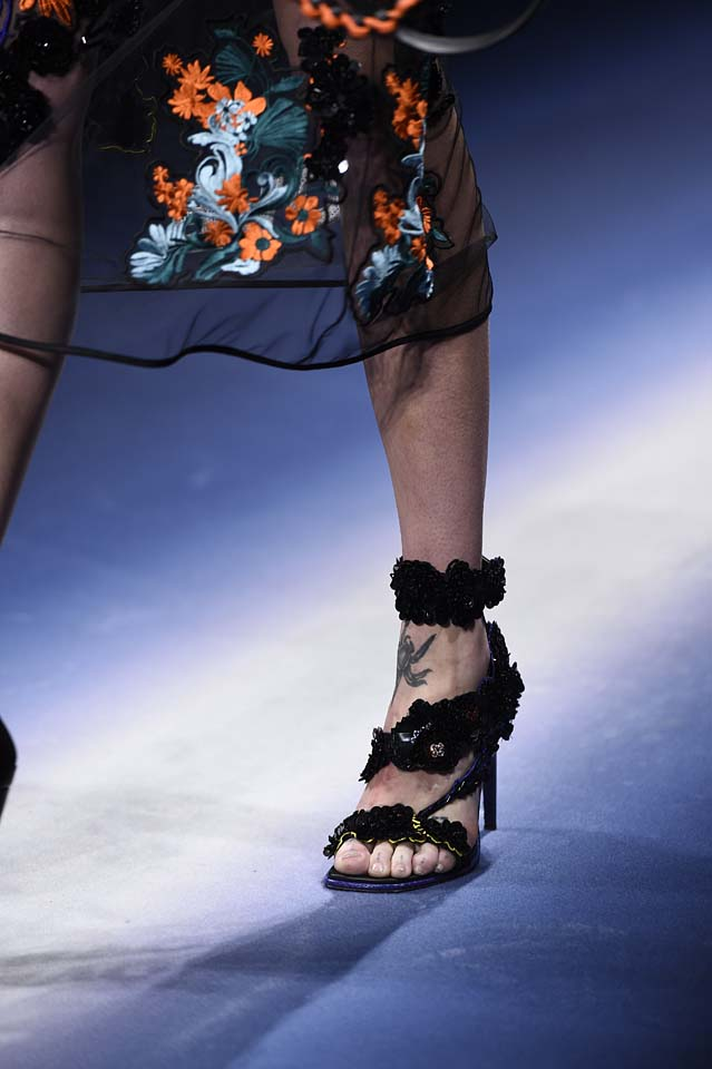 Versace-fw17-rtw-fall-winter-2017-18-accessories-details-collection (43)