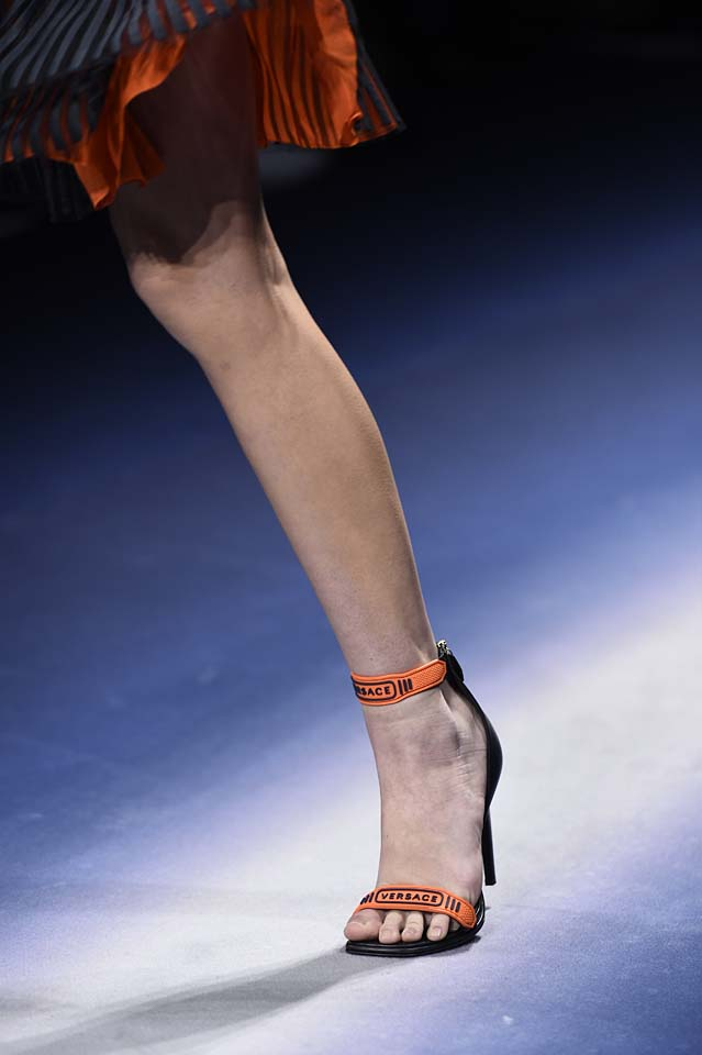 Versace-fw17-rtw-fall-winter-2017-18-accessories-details-collection (45)