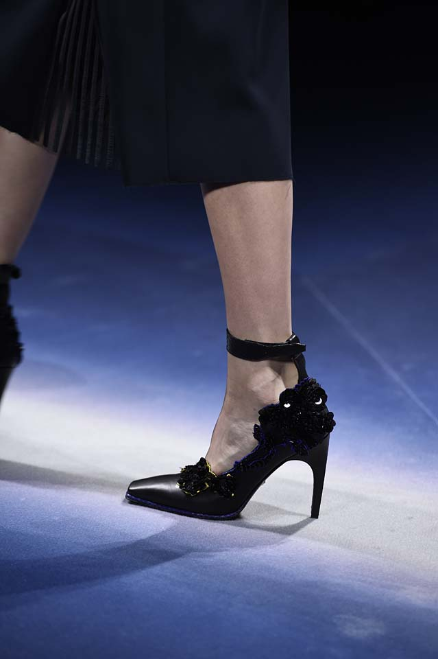 Versace-fw17-rtw-fall-winter-2017-18-accessories-details-collection (47)