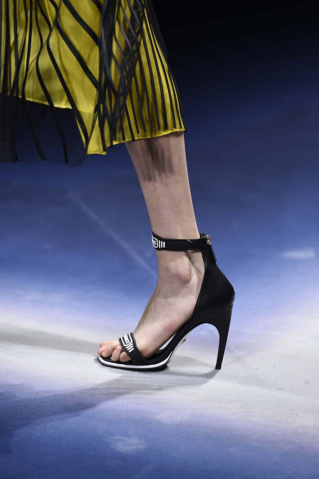 Versace-fw17-rtw-fall-winter-2017-18-accessories-details-collection (48)