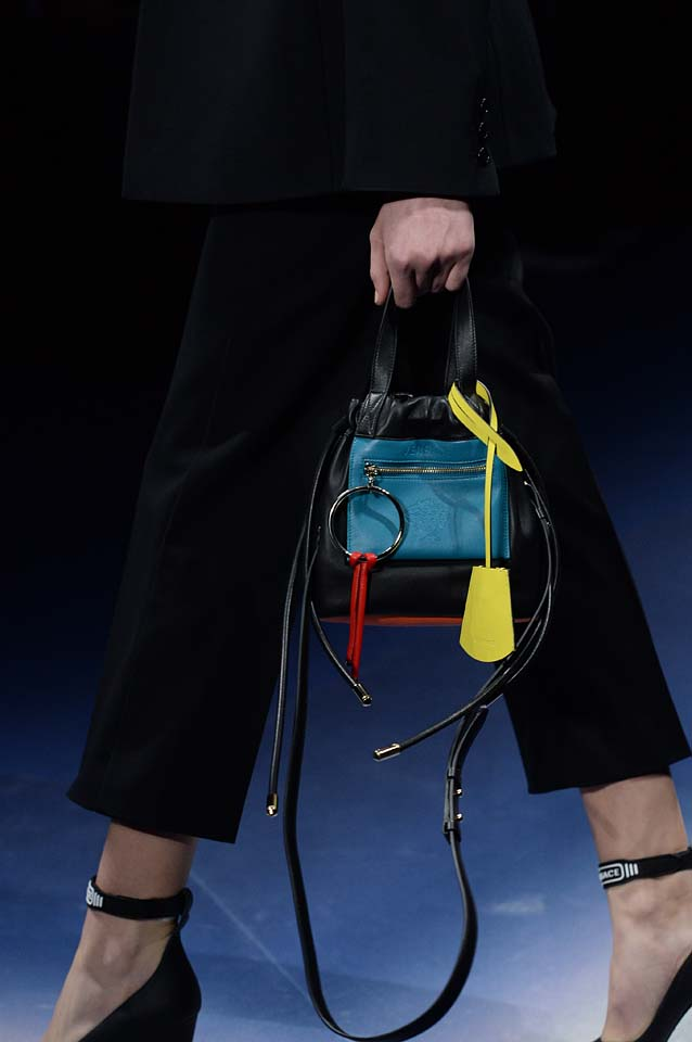 Versace-fw17-rtw-fall-winter-2017-18-accessories-details-collection (58)-bag-handle