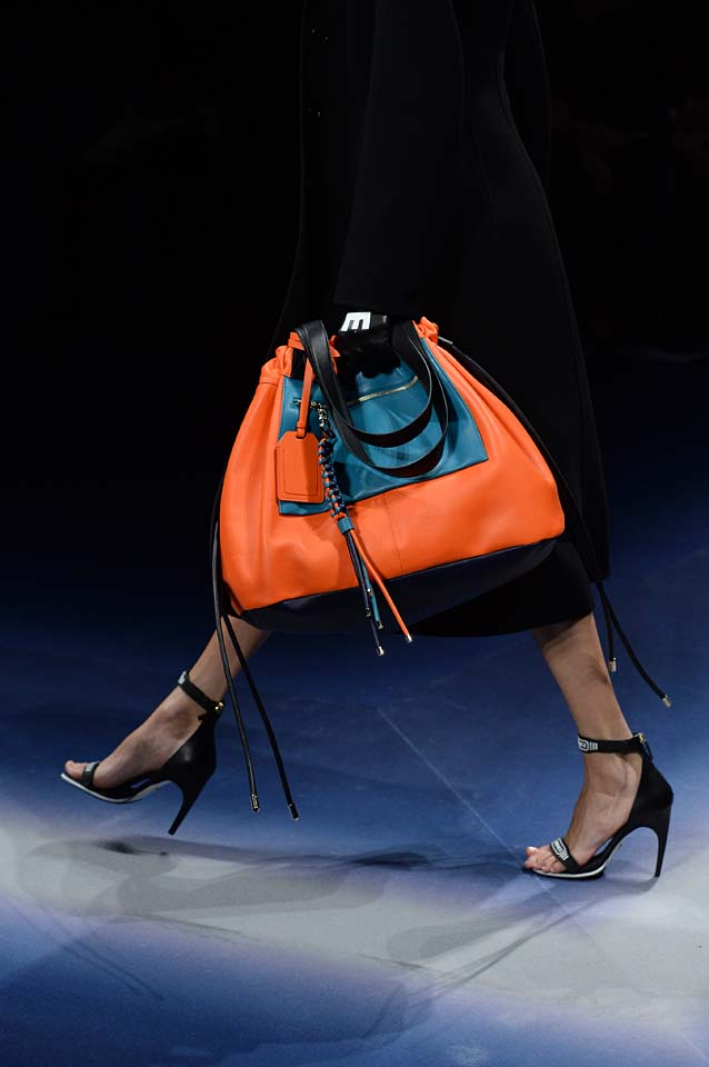 Versace-fw17-rtw-fall-winter-2017-18-accessories-details-collection (59)-orange-bag