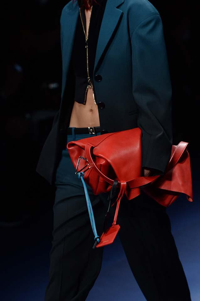 Versace-fw17-rtw-fall-winter-2017-18-accessories-details-collection (65)-suit-orange-bag