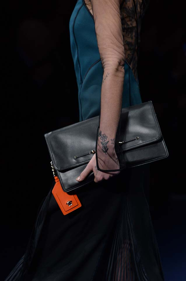 Versace-fw17-rtw-fall-winter-2017-18-accessories-details-collection (70)-bag-orange