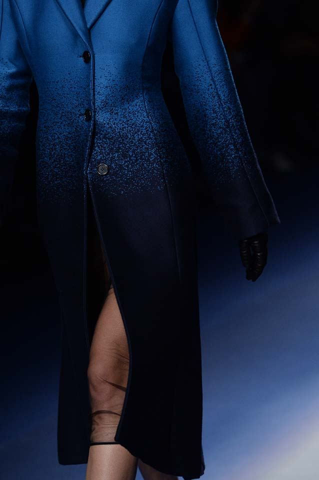 Versace-fw17-rtw-fall-winter-2017-18-accessories-details-collection (71)-ombre-coat