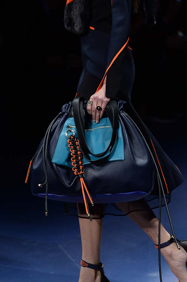 Versace-fw17-rtw-fall-winter-2017-18-accessories-details-collection (77)-blue-bag